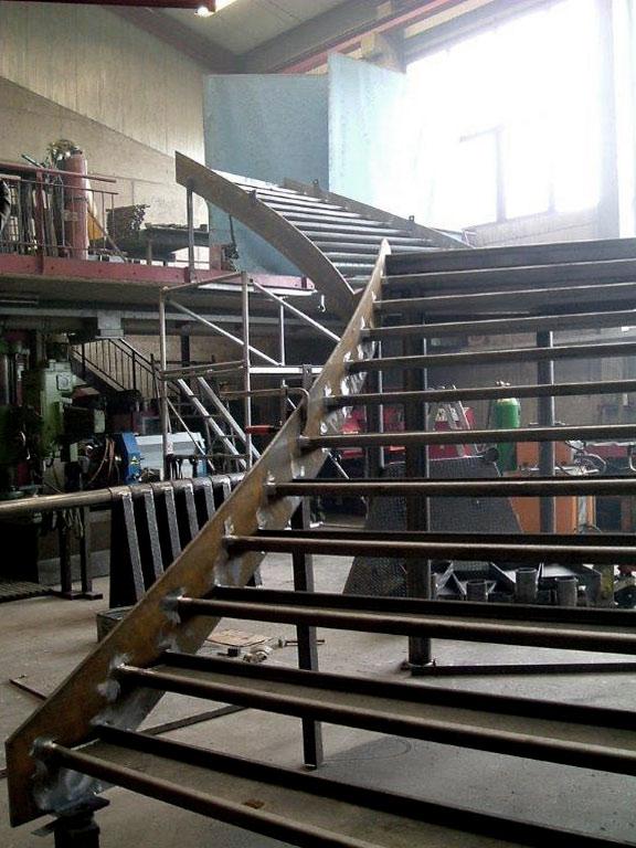 Stahtreppe mit Wangen im Bau