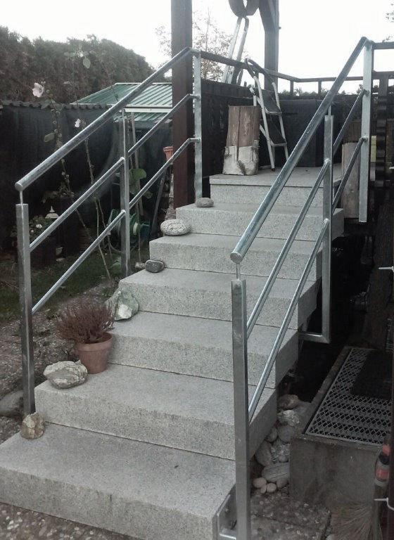 Treppengeländer Eingang verzinkt mit Edelstahlhandlauf