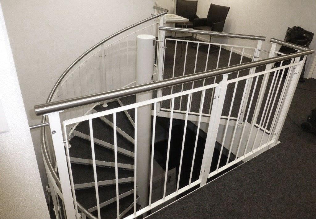 Treppengelander Innen Weiss Pulverbeschichtet Mit Edelstahlhandlauf